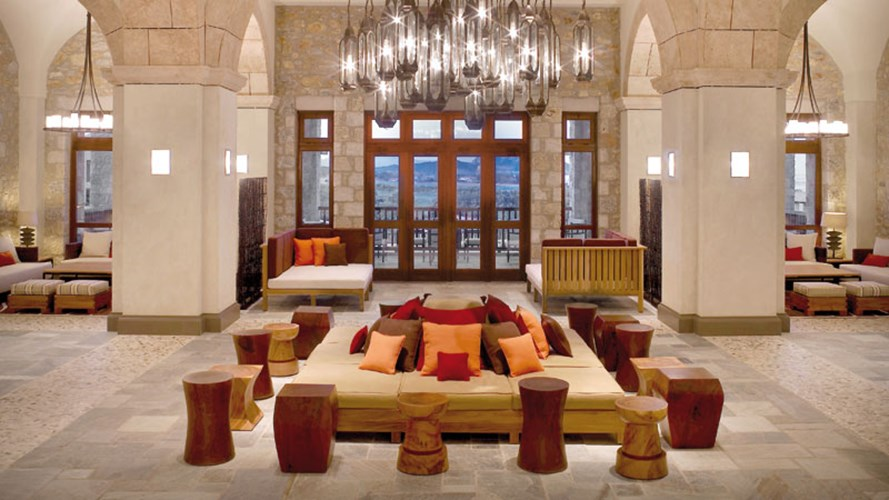 Το εντυπωσιακό lobby του «The Westin Resort - Costa Navarino»