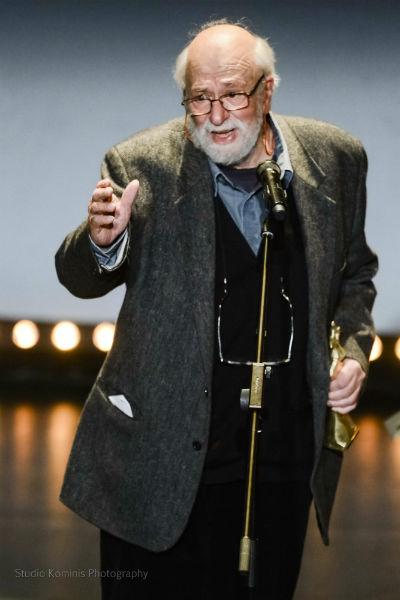 Ο Παντελής Βούλγαρης  παραλαμβάνει το βραβείο α' αντρικού ρόλου εκ μέρους του Ανδρέα Κωνσταντίνου / © Studio Kominis Photography