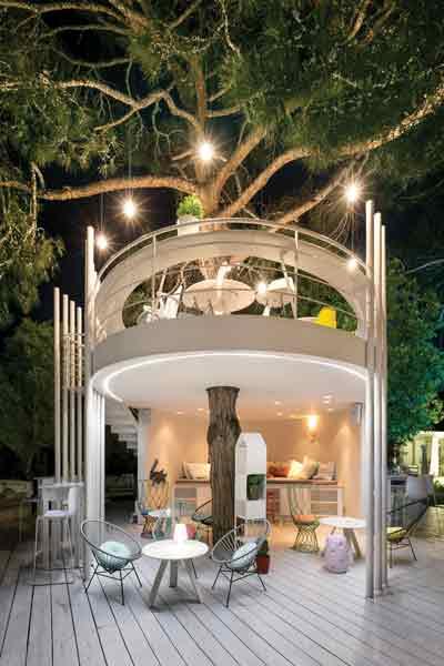 «Treehouse»: Χρυσοσκουφάτες γεύσεις στο στιλάτο δεντρόσπιτο του «Ekies Resort».