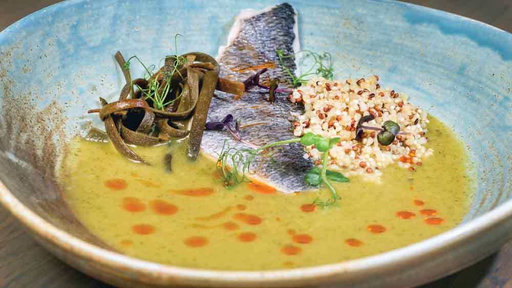 Μοντέρνες γεύσεις και αγιορείτικες επιρροές στο «Κόκκινος» στην Ουρανούπολη.