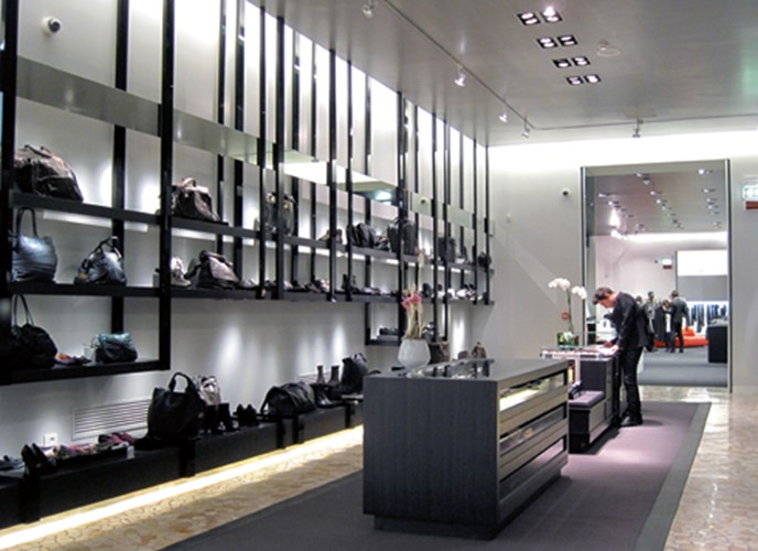 Luxury shopping στη White Gallery στην Piazza Marconi